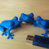 3D Printed Blue Treefrogs In Different Layer Thicknesses